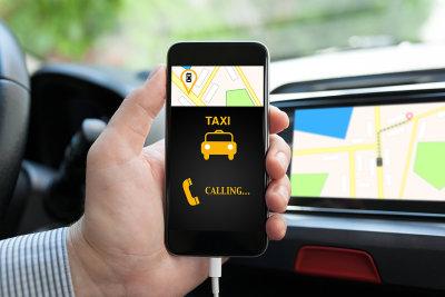 Роскачество назвало самые безопасные приложения для заказа такси