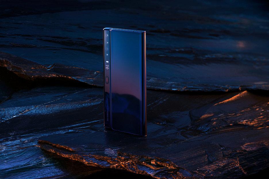 В России стартовали предзаказы на Huawei Mate Xs