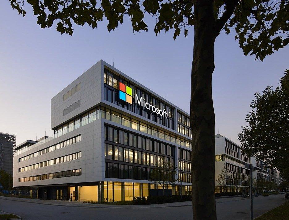 Microsoft: новые ноутбуки Sufrace Book 3 ожидаются в мае