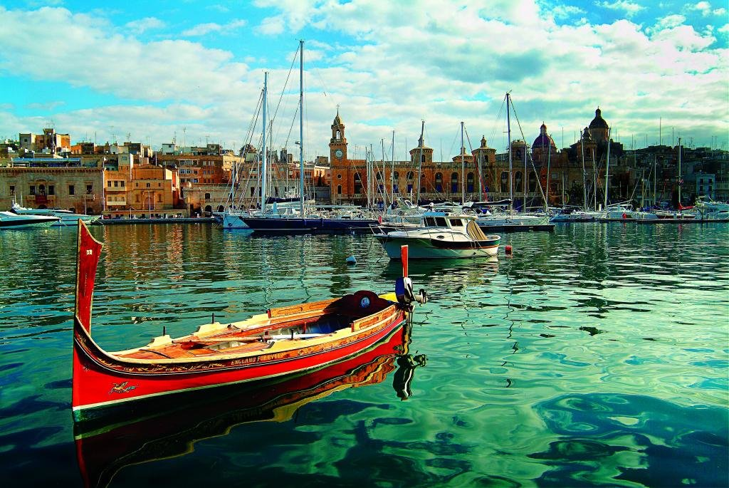 Яхты на остраве Мальта.