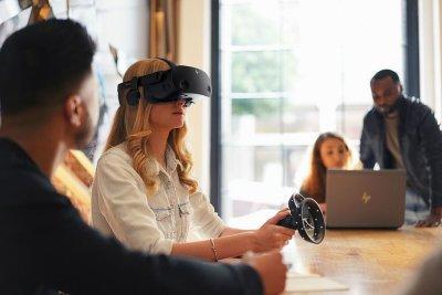 HP представила VR-гарнитуру G2