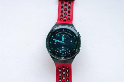 Huawei Watch GT 2e: спортивнее и доступнее