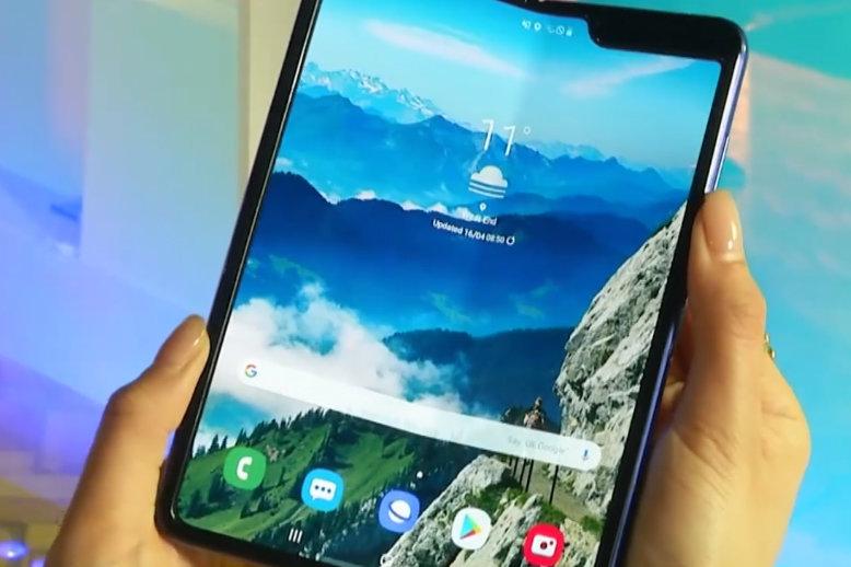 Samsung загорелась складными смартфонами