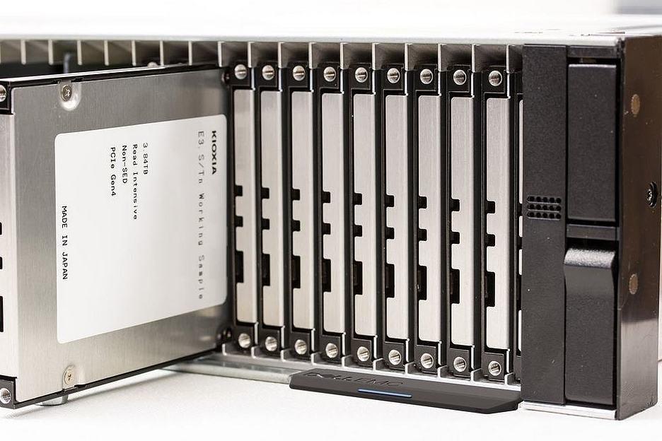 KIOXIA представила твердотельные накопители в форм-факторе E3.S
