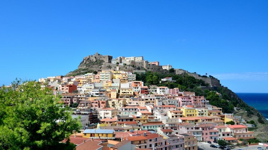 где жить на сардинии