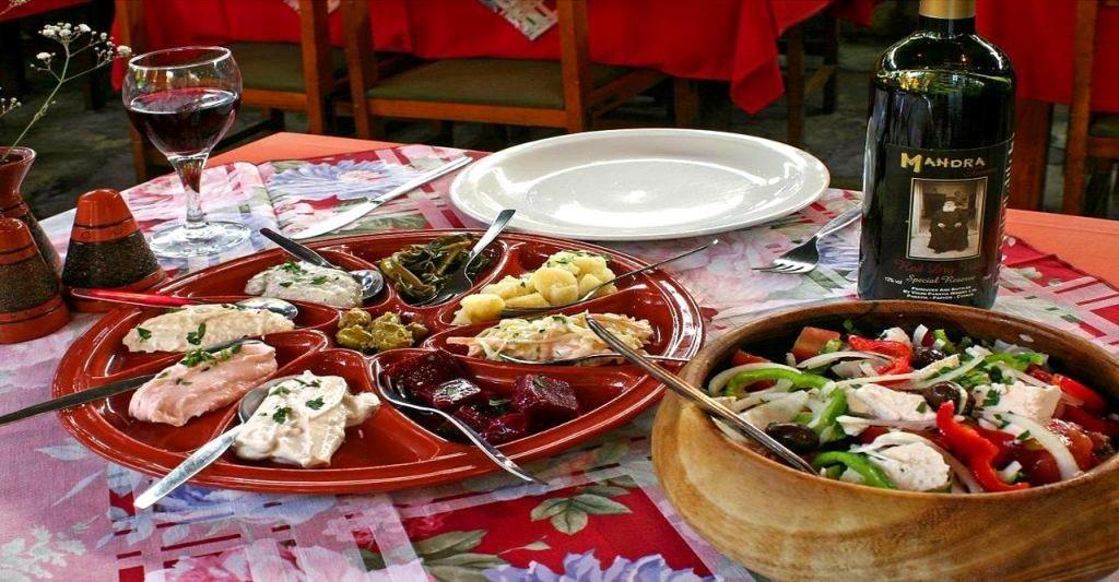 Обед в таверне на Кипре