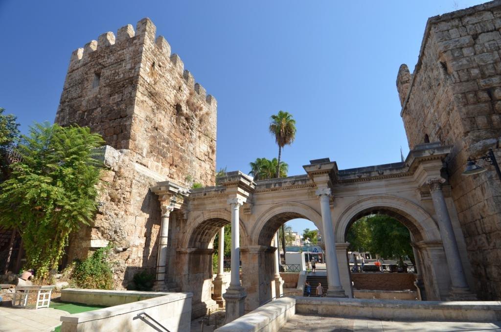 Адриановы ворота в Анталии