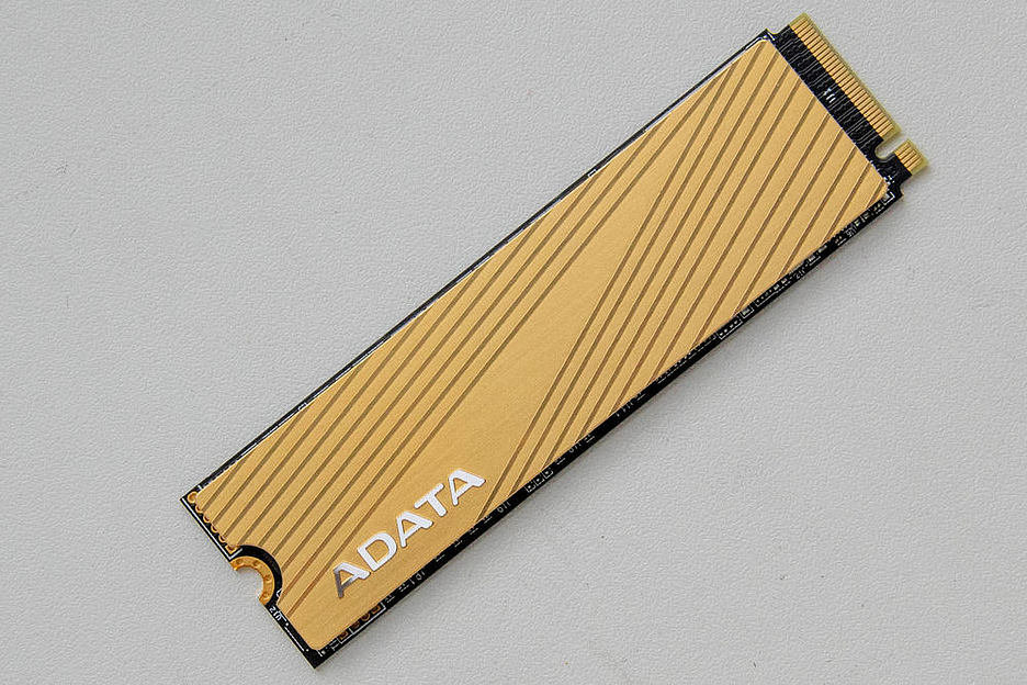 ADATA Falcon: золотой сокол для перфекционистов
