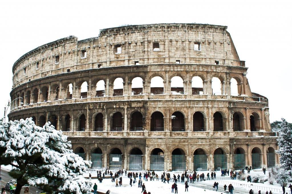 Колизей под снегом