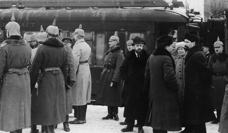 Прибытие делегации СССР в Брест